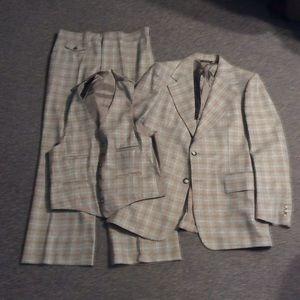 Vintage Gray Plaid Wool 3 Piece Retro Suit 42